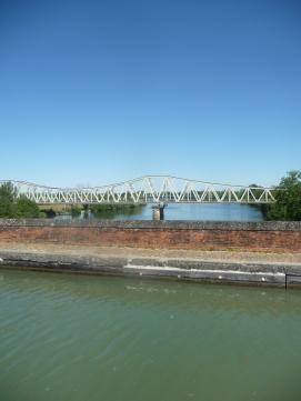 3 ponts au fond routier entre deux le train et ici eau